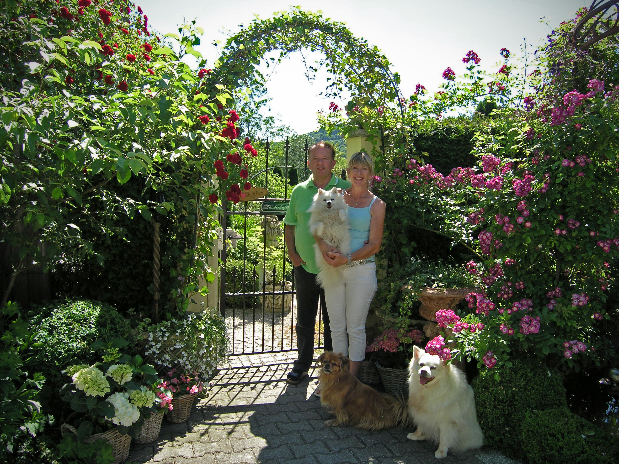 Bild von Petra und Leonhard-Steiner in ihrem Garten Zauberhafter Süden